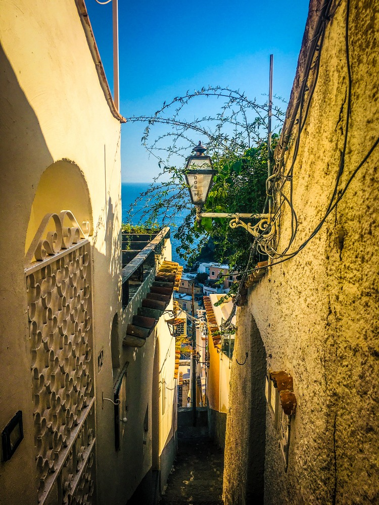the streets in Positano